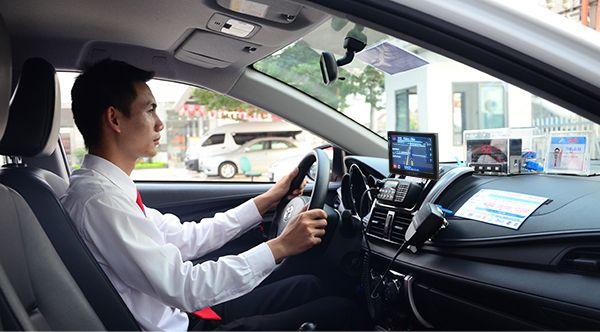 Lái xe nhân viên tiva